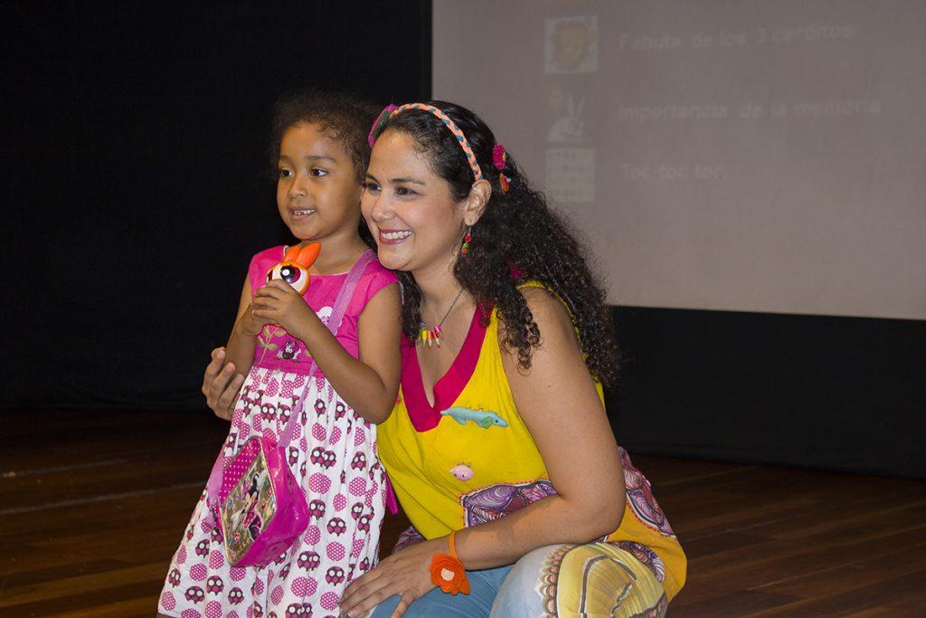 Los niños cantan, se divierten y aprenden
